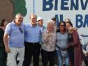 Vicepresidenta Lucía Topolansky e intedente Daniel Martínez con beneficiarios de viviendas