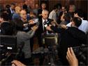 Ministros Ernesto Murro y Jorge Basso realizando declaraciones a la prensa