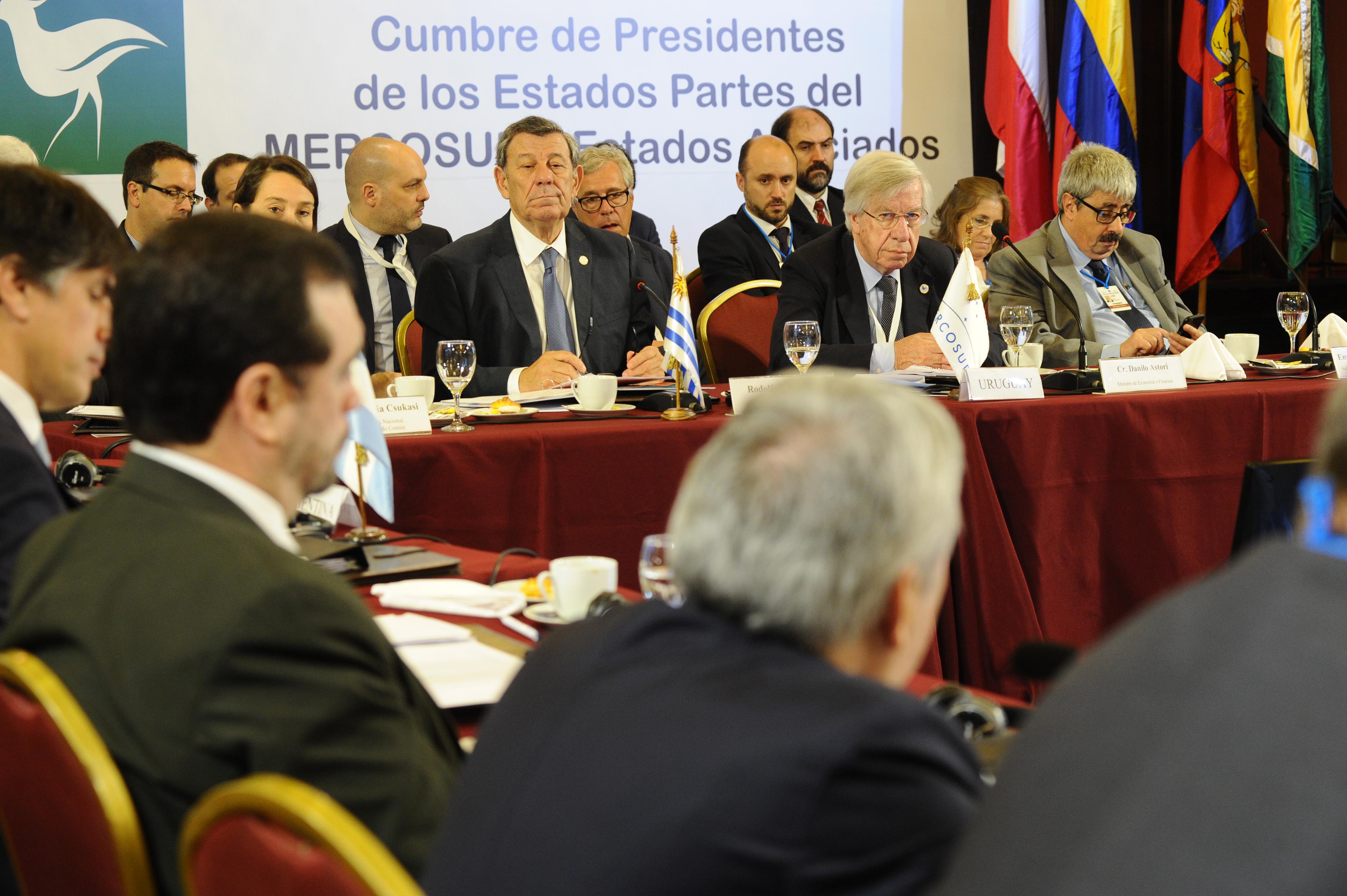 Canciller Rodolfo Nin Novoa junto al ministro de Economía, Danilo Astori, encabezan la LIII Reunión del Consejo del Mercado Común