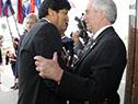 Tabaré Vázquez y Evo Morales se saludan