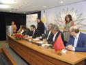 Firma de la documentación sobre la donación de China a Uruguay