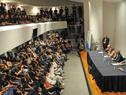 Ceremonia de entrega de pabellón de estudiantes que viajará a China