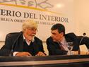 Ministro del Interior, Eduardo Bonomi, y director nacional de Policía, Mario Layera, en conferencia de prensa