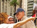 Lanzamiento, en la plaza Independencia de Montevideo, de Abril, Mes de los Cuidadosq