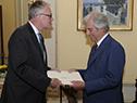 Embajador de Australia, Brett Hackett