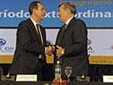Canciller Rodolfo Nin Novoa ypresidente de la Corte Interamericana de Derechos Humanos, Eduardo Ferrer Mac-Gregor se saludan
