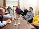 Vázquez y autoridades del gobierno reunidos con representantes del PIT-CNT