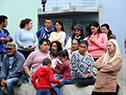 Autoridades del ministerio de Vivienda visitan los terrenos inundados sobre el río Uruguay