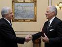 Tabaré Vázquez recibe carta credencial por parte del embajador de los Estados Unidos, Kenneth George