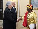 Tabaré Vázquez recibe carta credencial por parte de la embajadora de Ghana, Abena Pokua Adompim Busia