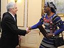Tabaré Vázquez recibe carta credencial por parte de la embajadora de Burkina Faso, Aminata Sana Congo
