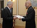 Tabaré Vázquez recibe carta credencial por parte del embajador de India, Dinesh Bhatia