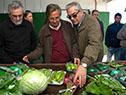 Ministro Enzo Benech visita una cooperativa agraria de productores de Canelones