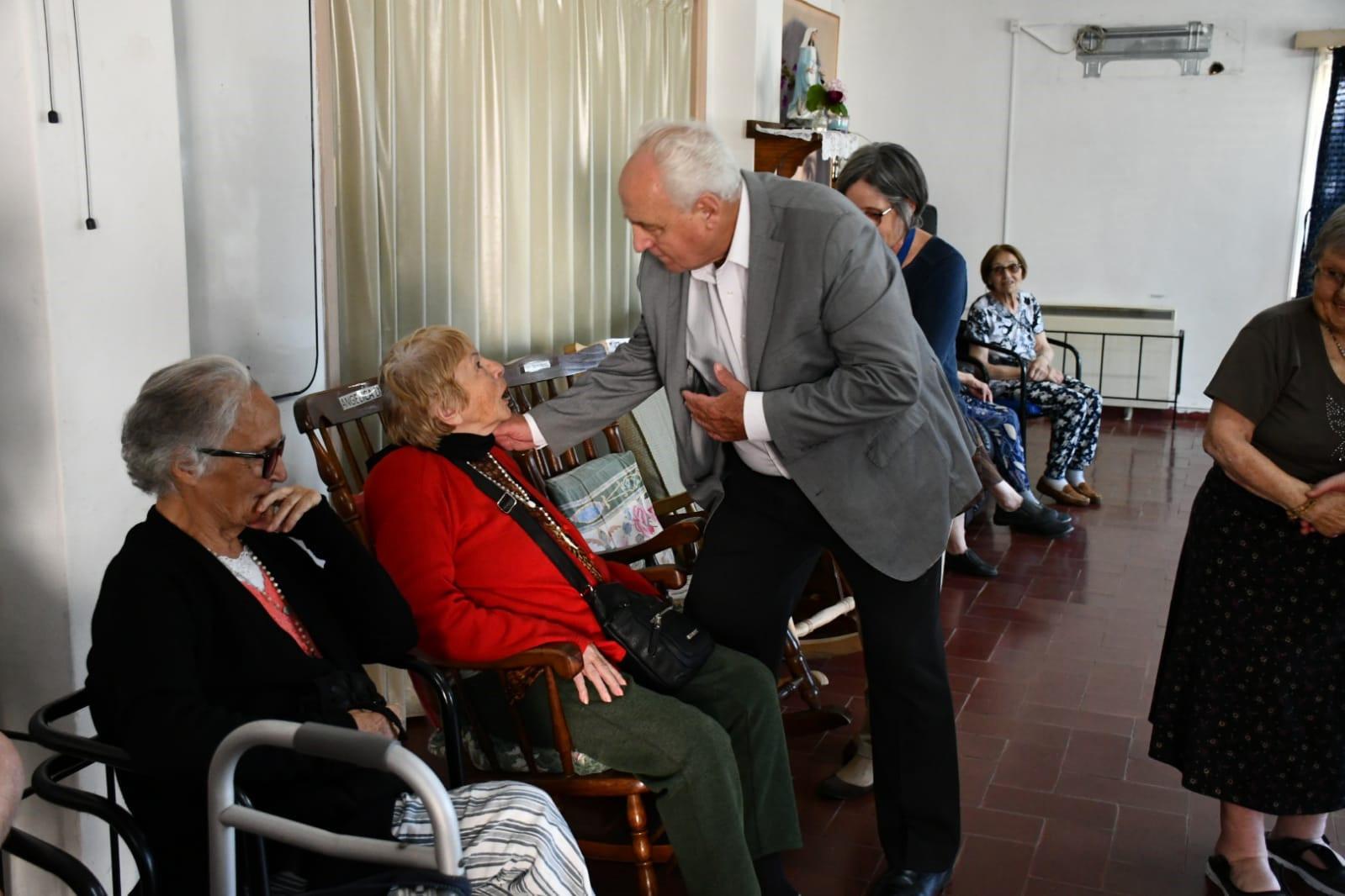 Víctor Rossi en hogar San Vicente de Paul, en Las Piedras