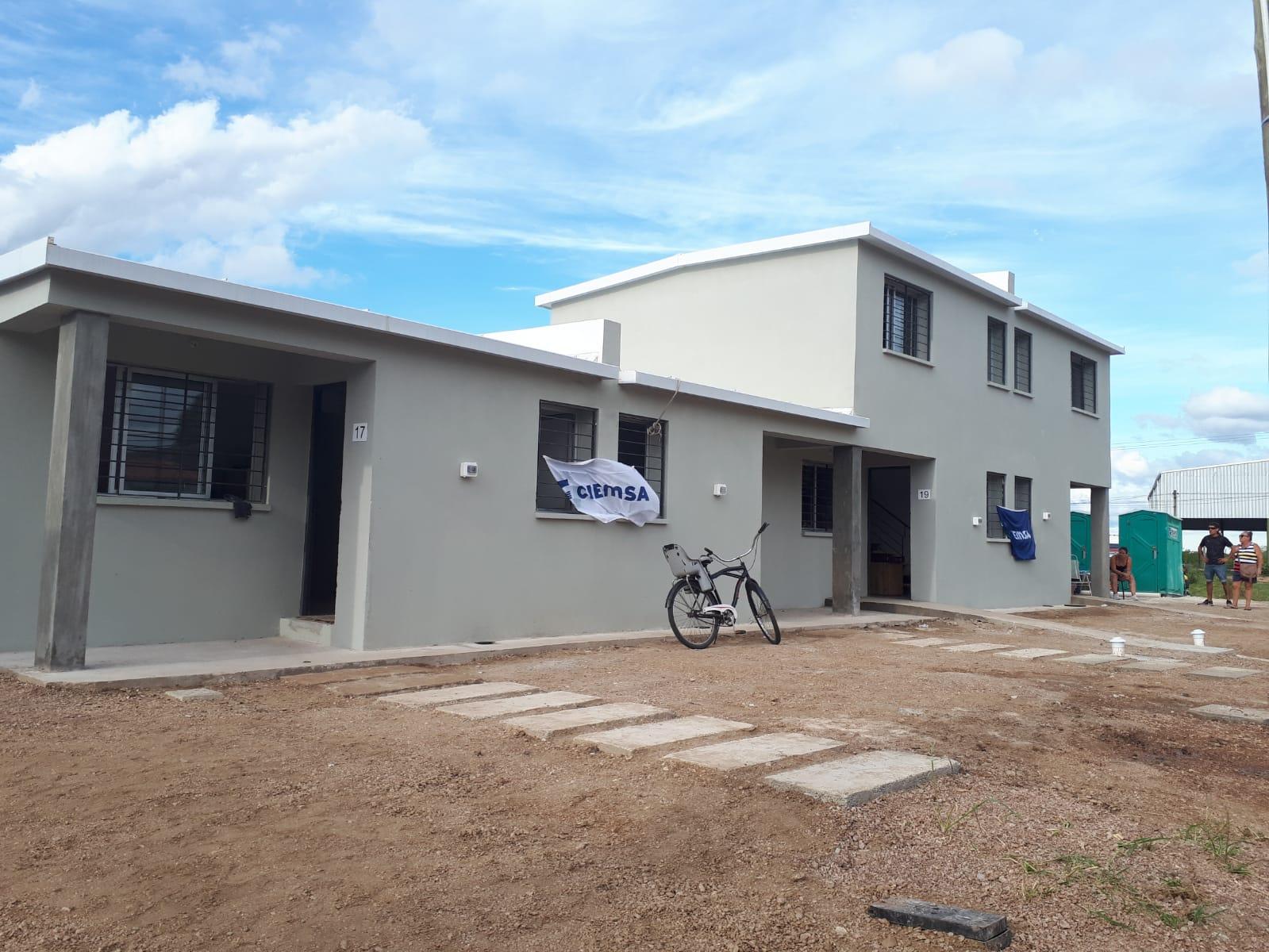 Entrega de 32 de 180 viviendas para familias realojadas del exasentamiento Proinco y La Cantera, departamento de Canelones