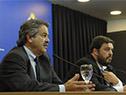 Ministro de Ganadería, Carlos María Uriarte, junto a subsecretario de la cartera, Ignacio Buffa, en conferencia de prensa