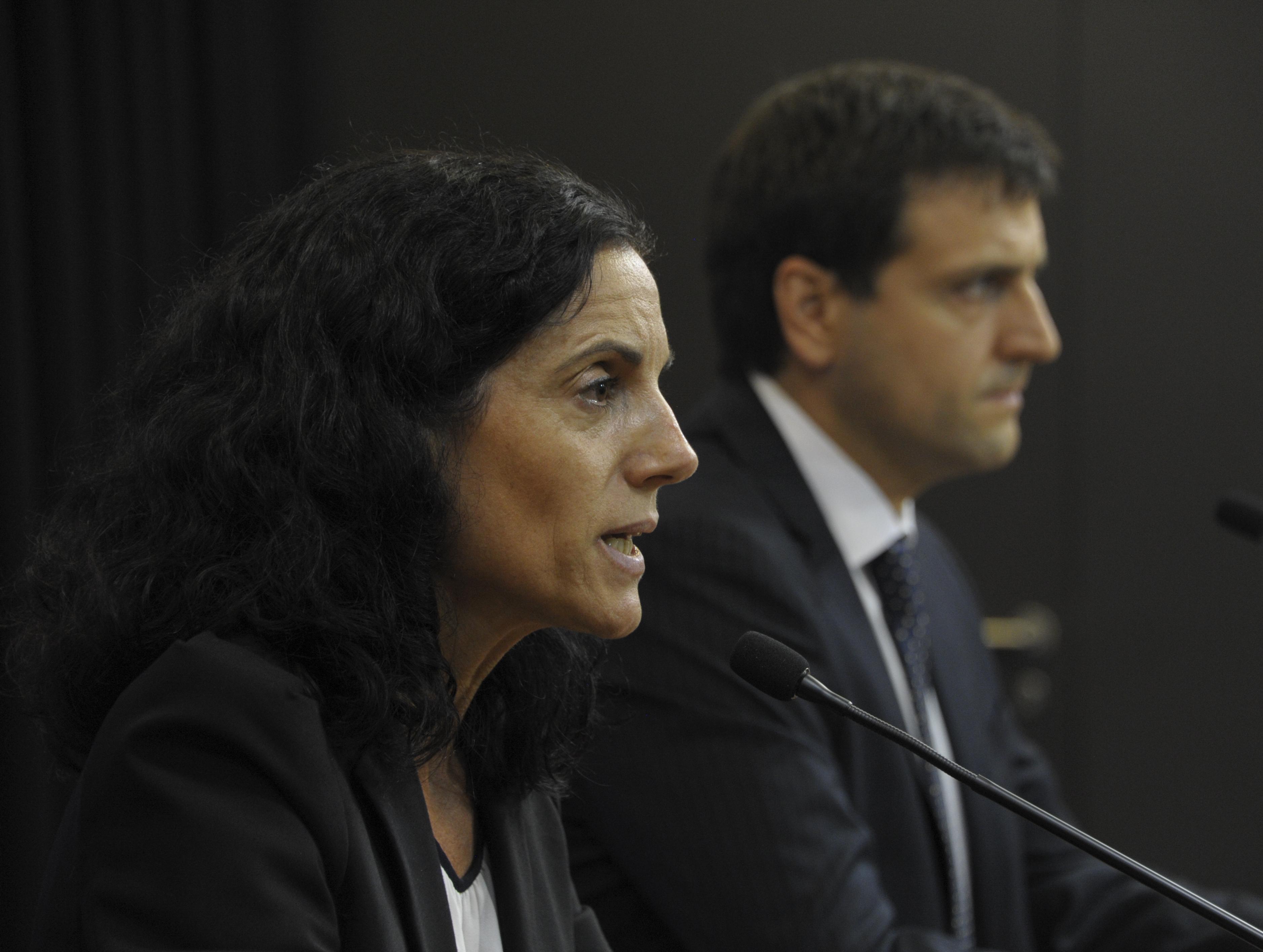Ministra Azucena Arbeleche, junto al vocero presidencial y director de Comunicación Presidencial, Aparicio Ponce de León