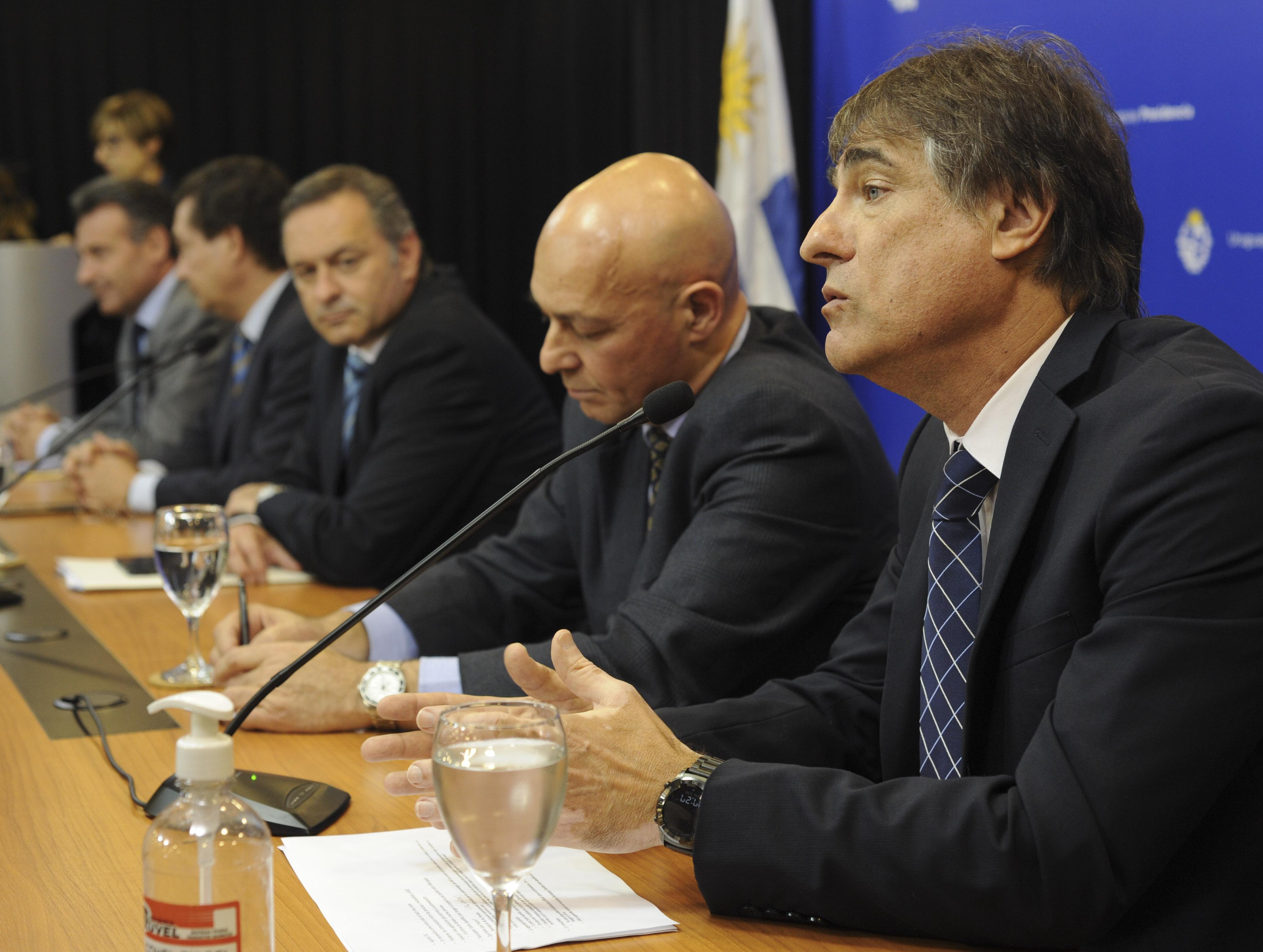 Nicolás Jodal, representante de empresas uruguayas de software que colaboraron en este desarrollo, haciendo uso de la palabra