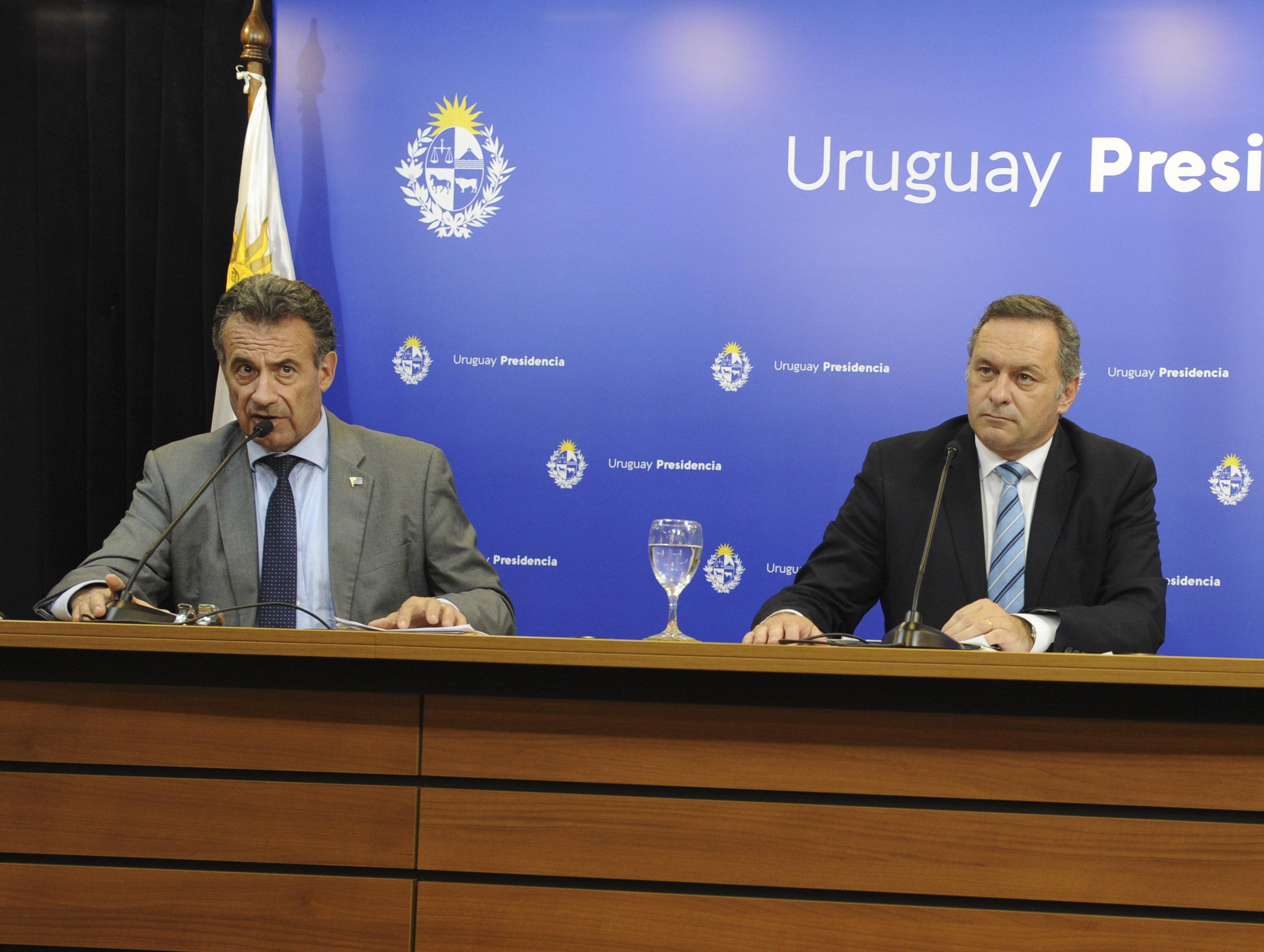 Ministro de Salud Pública, Daniel Salinas, secretario de Presidencia, Álvaro Degado, y Pablo Bartol, ministro de Desarrollo Social