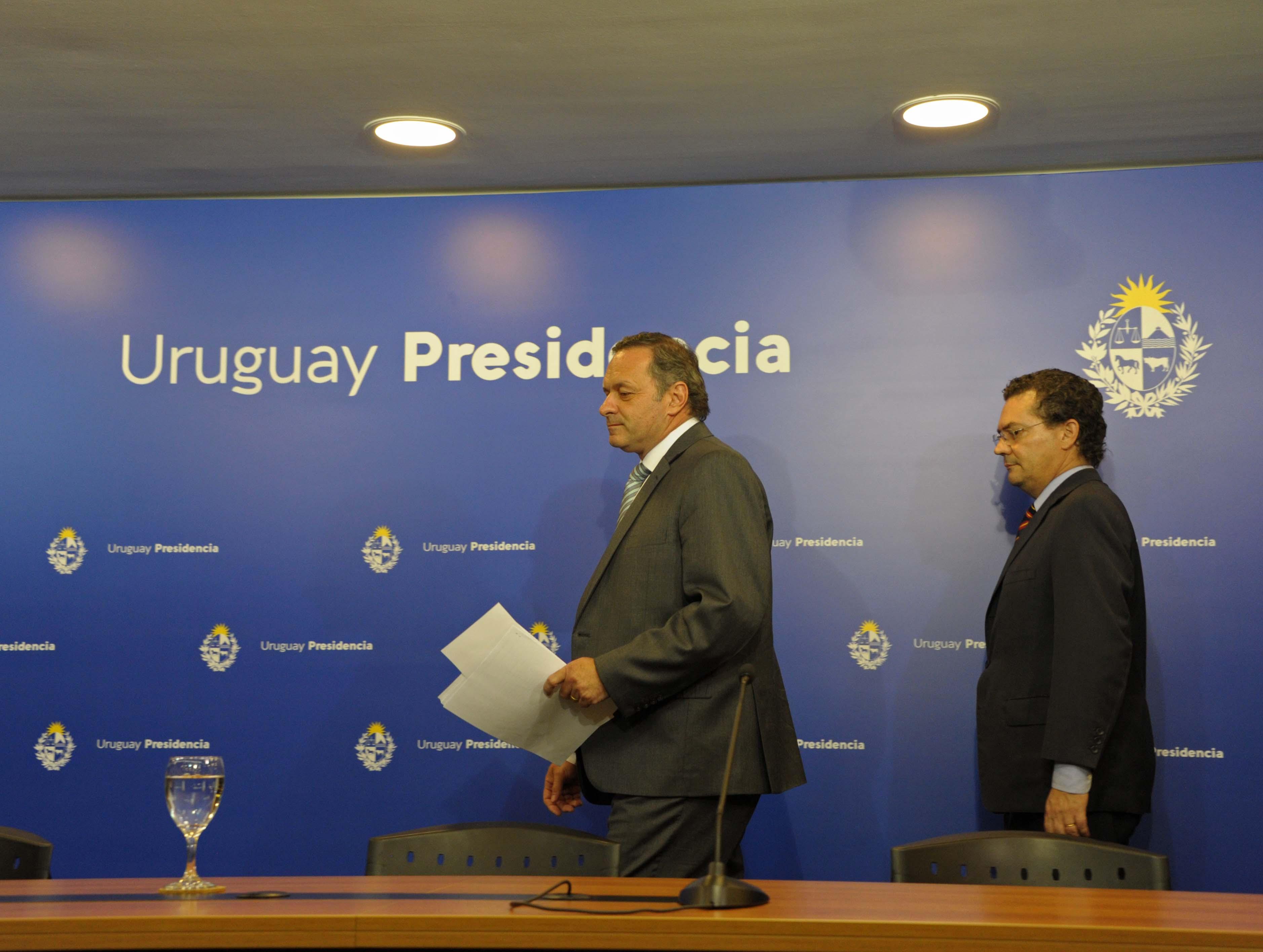 Secretario de Presidencia, Álvaro Delgado, y prosecretario de Presidencia, Rodrigo Ferrés, previo al inicio de la conferencia de prensa