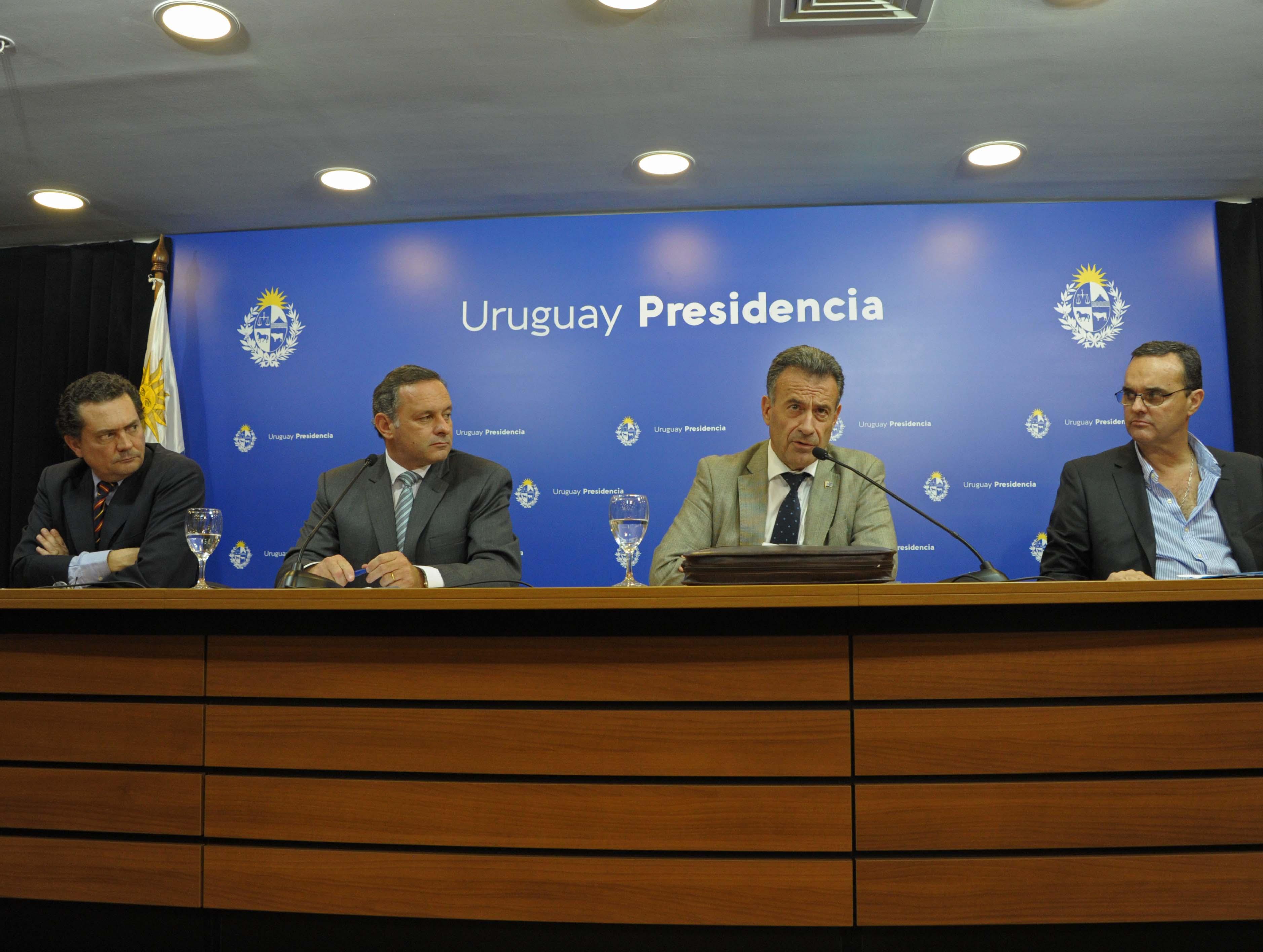 Prosecretario de Presidencia, Rodrigo Ferrés, secretario de Presidencia, Álvaro Delgado, ministro Daniel Salinas y ministro Pablo Bartol