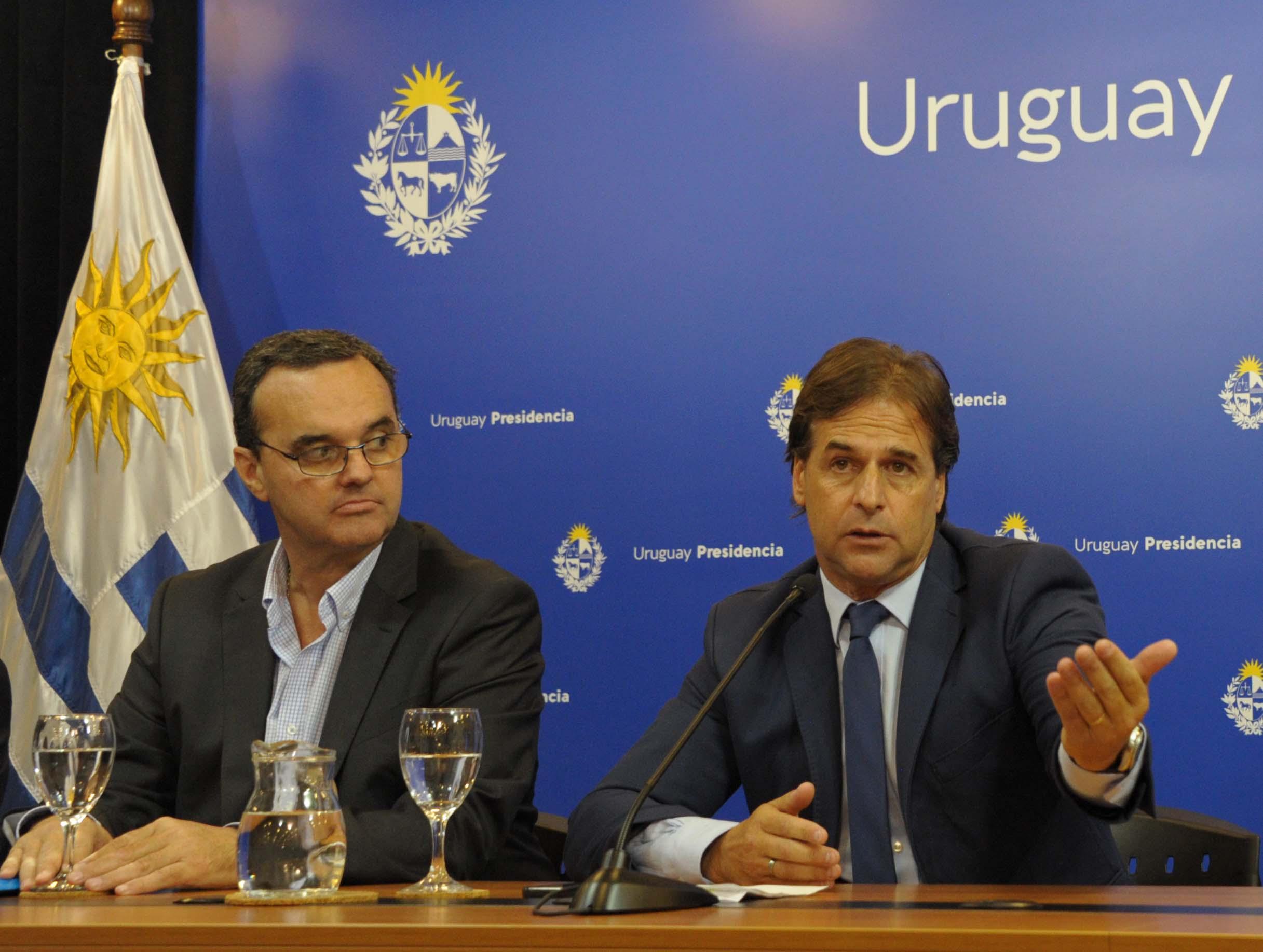Pablo Bartol, ministro de Desarrollo Social, presidente Luis Lacalle Pou y ministra de Economía y Finanzas, Azucena Arbeleche