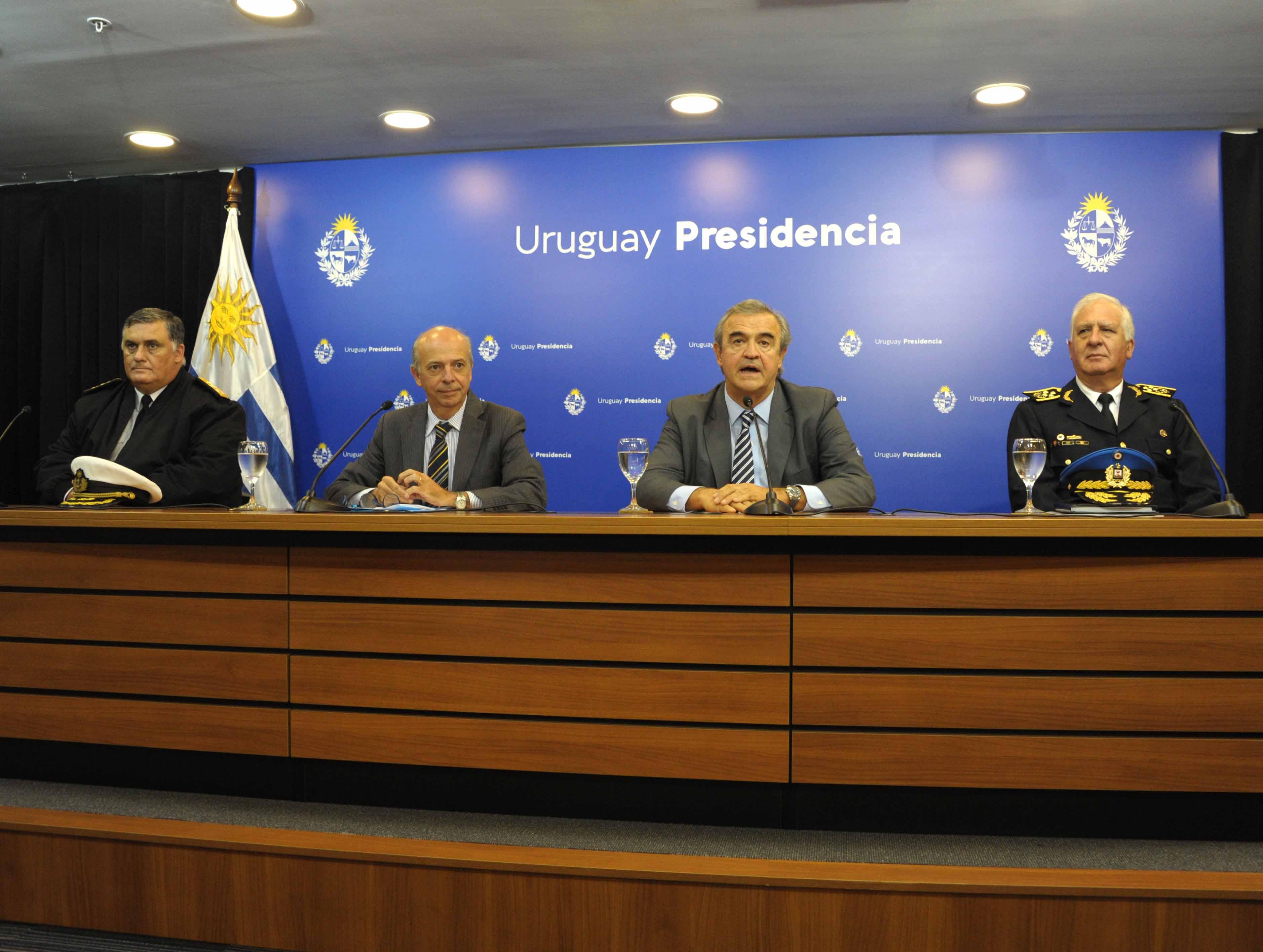 Comandante en jefe de la Armada, Jorge Wilson, ministros Javier García y Jorge Larrañaga y director de Policía, Diego Fernández