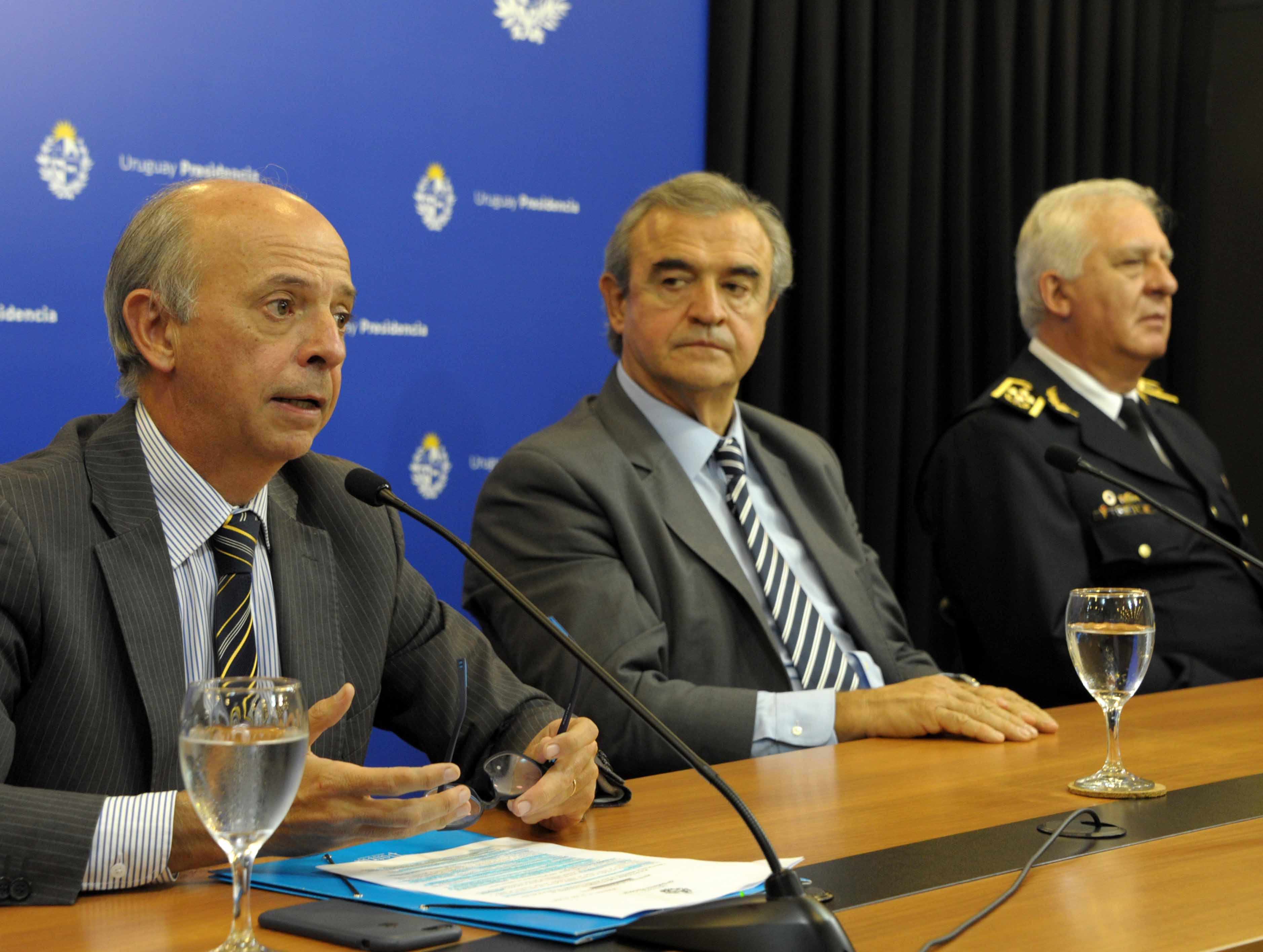 Ministro de Defensa Nacional, Javier García, haciendo uso de la palabra
