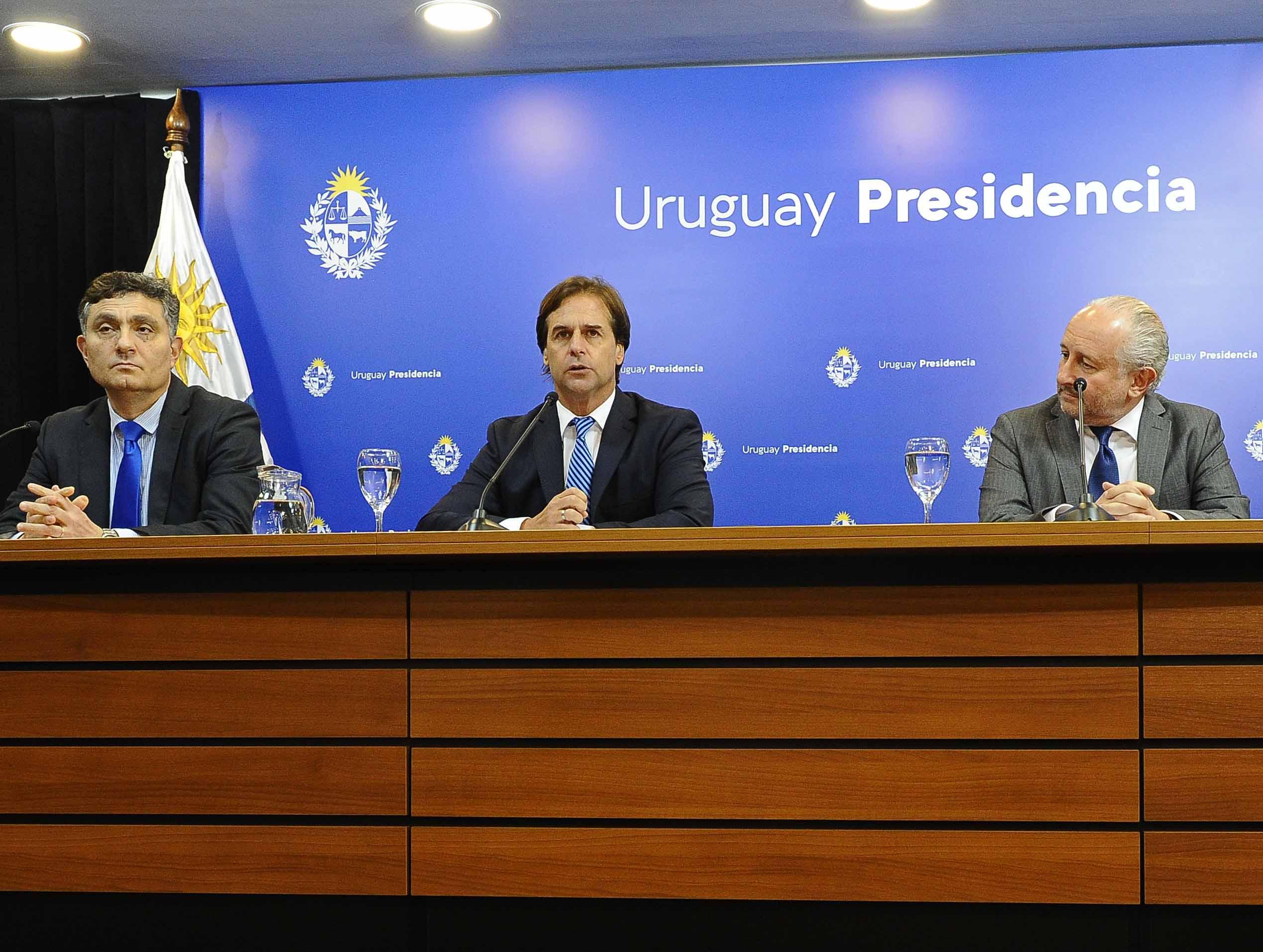 Director de OPP, Isaac Alfie, presidente, Luis Lacalle Pou, ministro de Educación, Pablo da Silveira, y ministro de Trabajo, Pablo Mieres