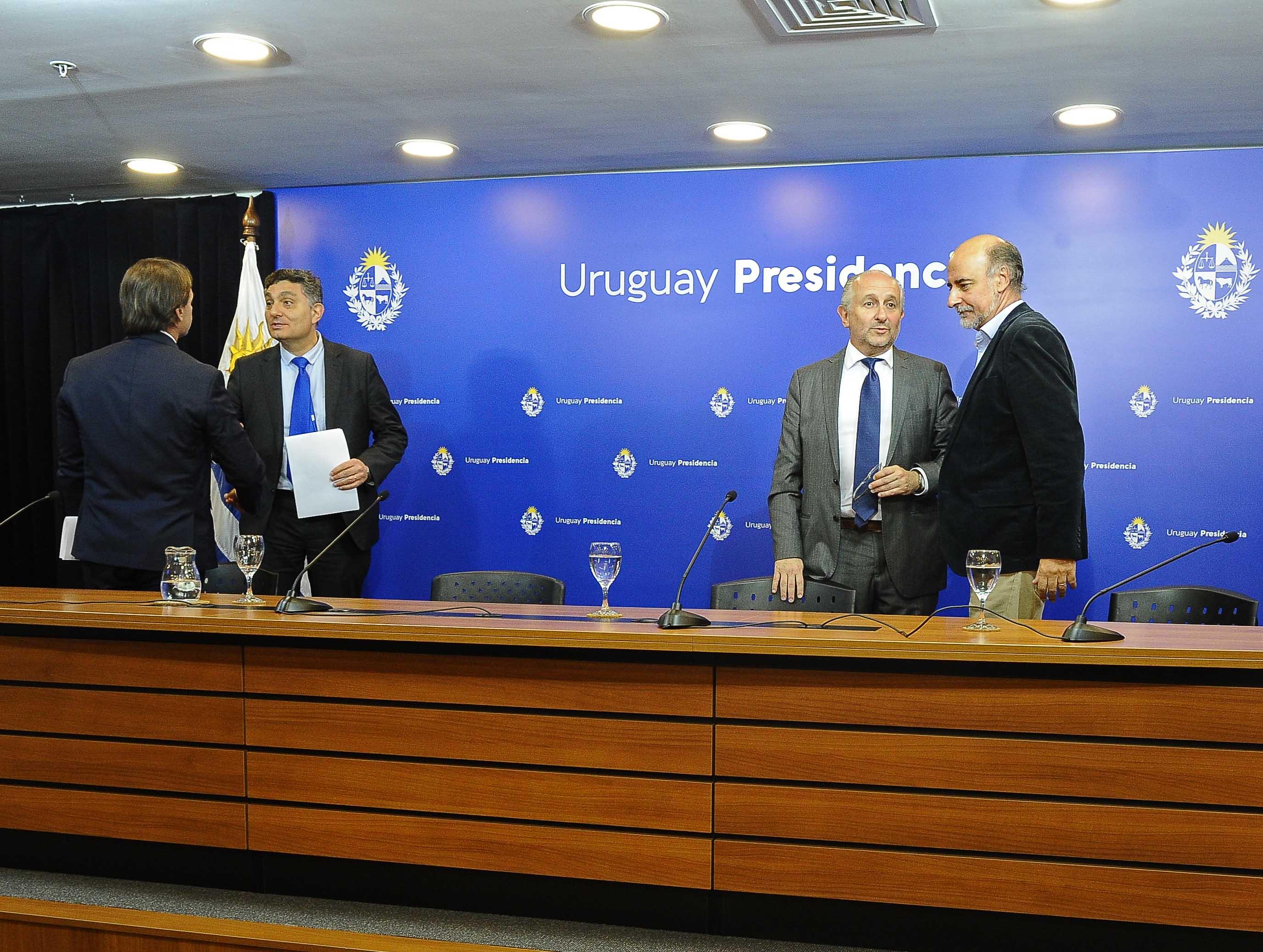 Autoridades al finalizar la conferencia de prensa en Torre Ejecutiva