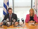 Vicepresidenta, Beatriz Argimón y prosecretario Rodrigo Ferrés en conferencia de prensa en Torre Ejecutiva