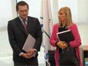 Vicepresidenta, Beatriz Argimón, y prosecretario, Rodrigo Ferrés, al finalizar la conferencia de prensa en Torre Ejecutiva