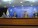 Presidente, Luis Lacalle Pou, junto a ministro de Salud Pública, Daniel Salinas, director de OPP, Isaac Alfie, y presidente de ANEP, Robert Silva