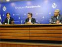 Ministro de Salud Pública, Daniel Salinas, presidente, Luis Lacalle Pou, Leonardo Cipriani, presidente de ASSE y Robert Silva, presidente de ANEP
