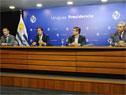 Ministro de Salud Pública, Daniel Salinas, presidente, Luis Lacalle Pou, Leonardo Cipriani, presidente de ASSE, y Robert Silva, presidente de ANEP