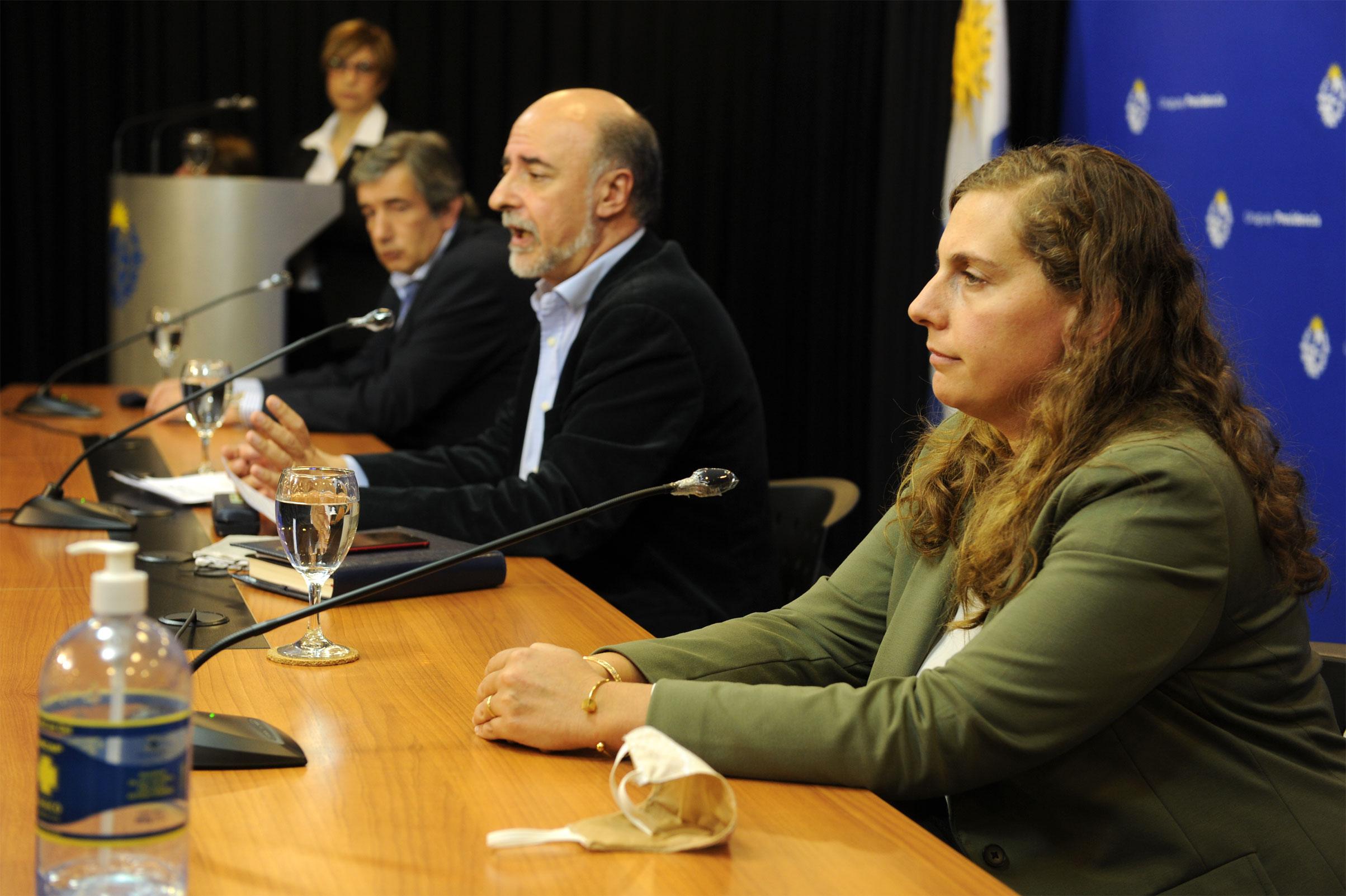 Subsecretario de Trabajo, Mario Aritzi, ministro de la cartera, Pablo Mieres, y directora general de Secretaría, Valentina Arlegui