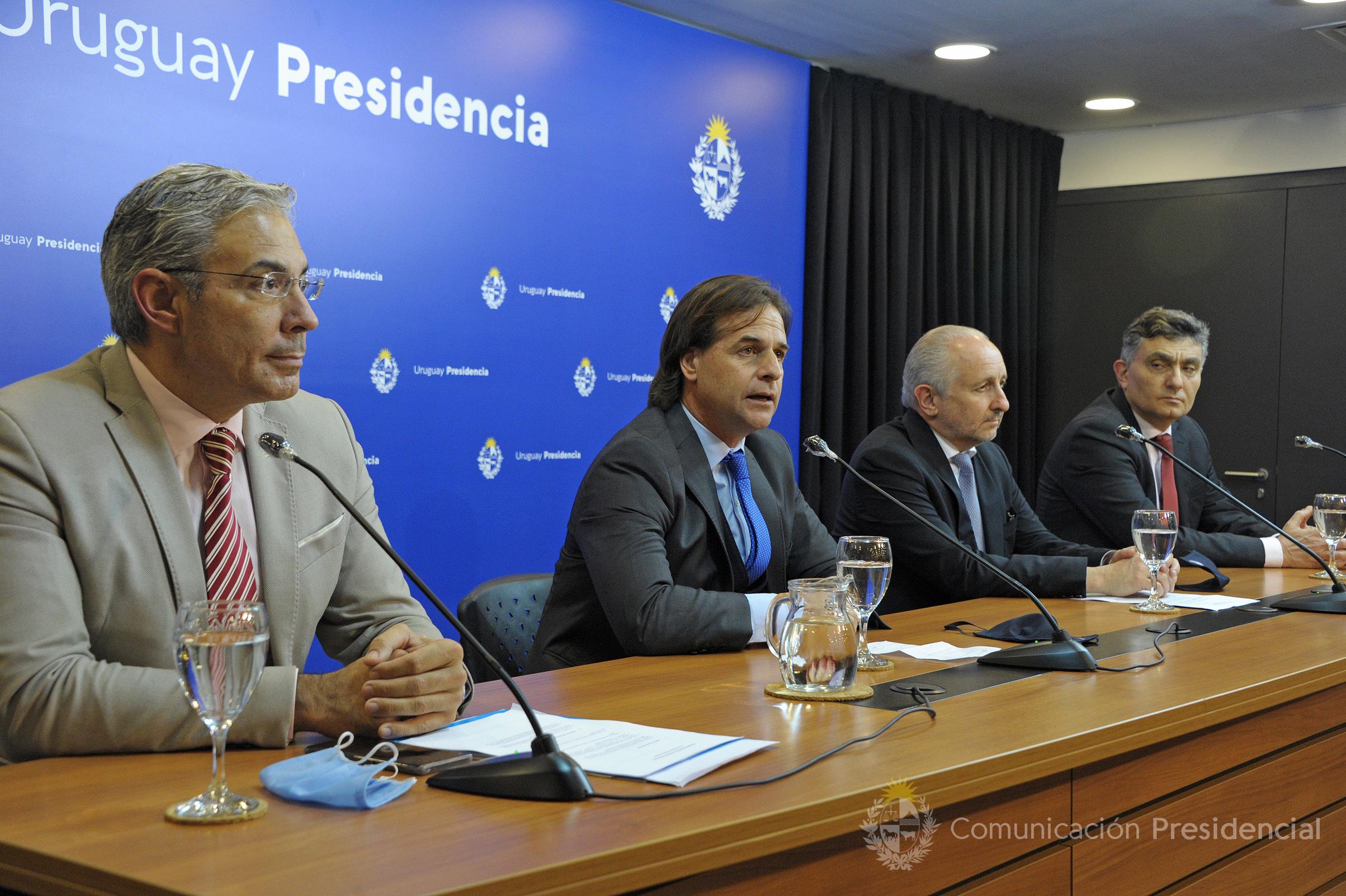 Robert Silva, titular del Codicen; presidente de la República, Luis Lacalle Pou; ministro de Educación, Pablo da Silveira, e Isaac Alfie, director OPP