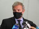 Director de la Secretaría Nacional del Deporte, Sebastián Bauzá, realizando declaraciones a la prensa