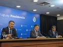 Ministro de Salud Pública, Daniel Salinas, ministro de Industria, Omar Paganini, y Nicolás Jodal, representante de desarrolladores de Coronavirus.uy