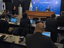 Ministro de Defensa, Javier García, y subsecretario, Rivera Elgue, en conferencia de prensa