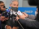 Robert Silva, realizando declaraciones a la prensa