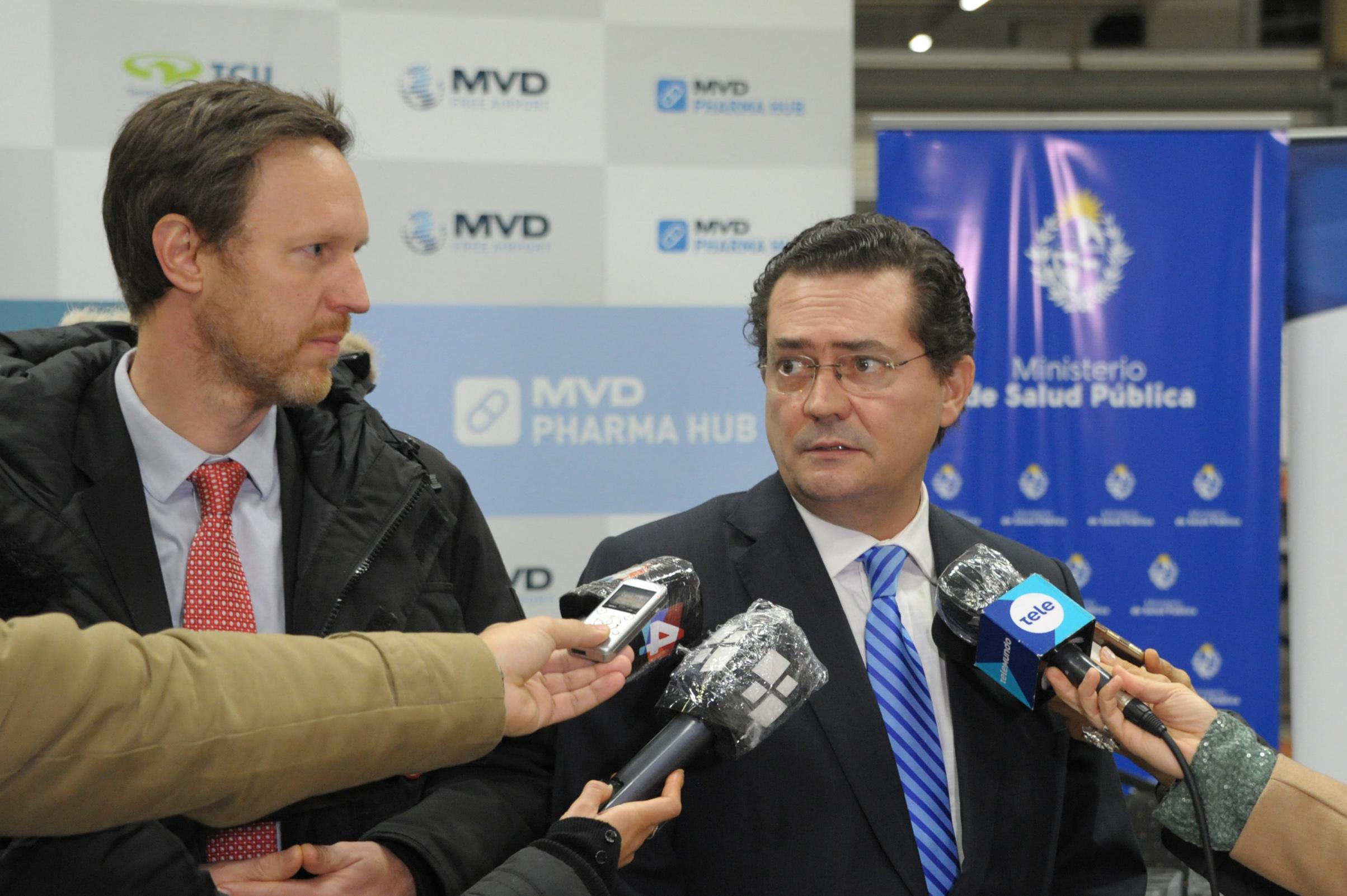 Prosecretario de Presidencia de la República, Rodrigo Ferrés, realizando declaraciones a la prensa