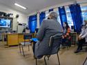 Titular de la Administración Nacional de Educación Pública (ANEP), Robert Silva, en reunión con docentes y funcionarios del liceo de Parque del Plata