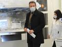 Ministro Daniel Salinas en entrega de equipos en la sede del Departamento de Laboratorios de Salud Pública