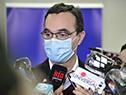 Ministro de Desarrollo Social, Pablo Bartol, realizando declaraciones a la prensa