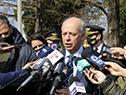 Ministro de Defensa Nacional, Javier García, dialoga con la prensa