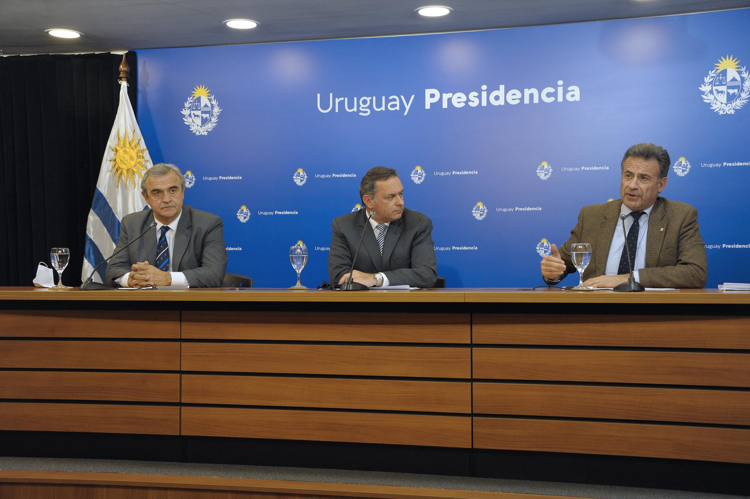 Ministro de Salud Pública, Daniel Salinas, dirigiéndose a los presentes