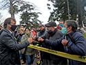 Una vez culminado el acto, el presidente Luis Lacalle Pou saludó a vecinos que se hicieron presentes en el festejo