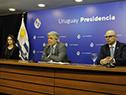 Canciller Francisco Bustillo, acompañado por la subsecretaria, Carolina Ache, y el director general de Secretaría, Diego Escuder