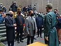 Al ingresar al Mausoleo, se le tomó la temperatura al presidente Lacalle Pou, en cumplimiento de los protocolos sanitarios
